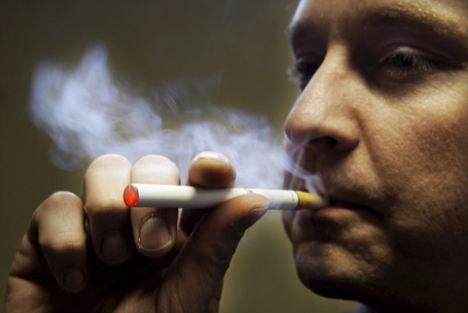 La vapoteur est un accroc de la cigarette électronique
